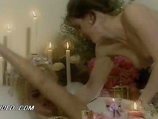 Sexy Babes Ahmo Hight and Anna Nicole Smith Go Lesbian In The Bathtub