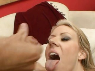 Stunning Carolyn Reese gets plastered with dick juice
