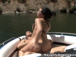 Jayden James fills her mouth with pulsating cock and is rewarded with a facial