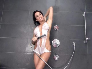 Excited MILF Kirsten Price Getting Off In The Shower