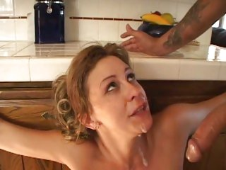 Tempting Phyllisha Anne loves gulping down hot cum