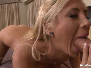 Red hawt babe Tasha Reign slurps on this skin flute